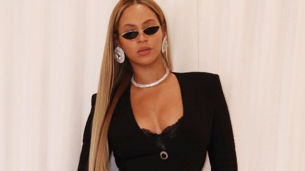 Beyonce Stuns Fans In Super Tight Pants